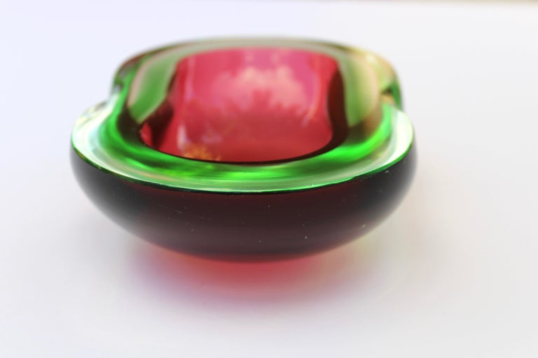 Murano Glass Red and Green Sommerso Ashtray and Bowl, 1960s In Good Condition For Sale In Miami, FL