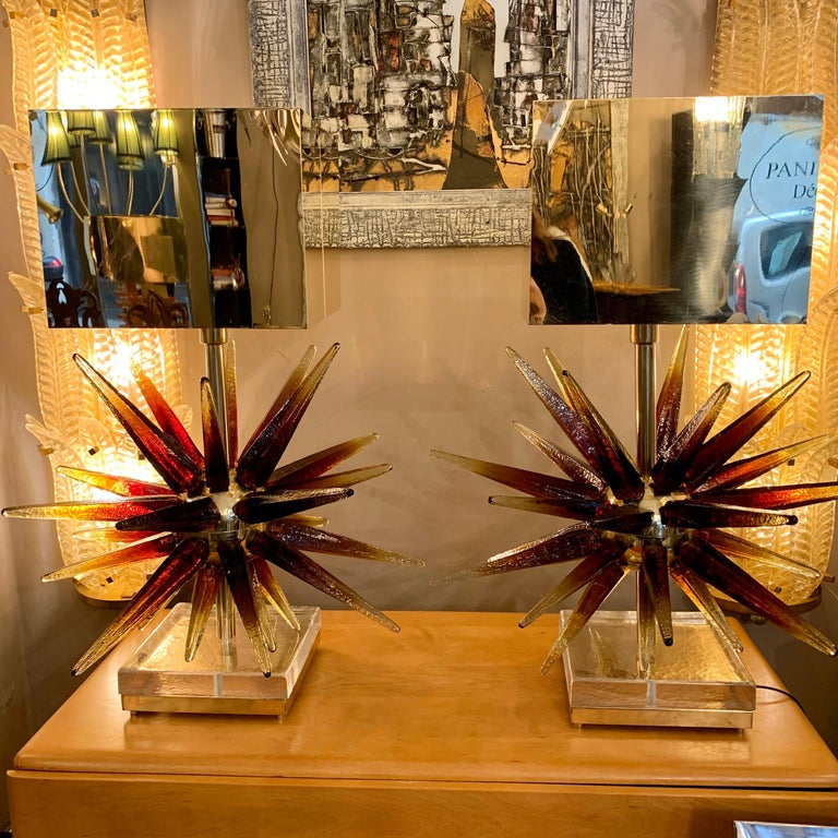 Murano glass Sputnik table lamp with square brass lampshades. The Murano glass tips have a wonderful shaded color that goes from bronze to gold at the far end. When the light is reflected on the glass the color changes and takes on wonderful