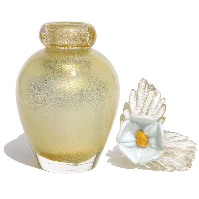 Murano Gold Leaf over White Flower Top Italian Art Glass Vanity Perfume Bottle In Good Condition For Sale In Kissimmee, FL