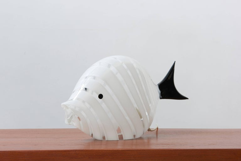 Beautifully lifesize black and white mouth-blown glass fish table lamp designed by Vistosi, 1970s.