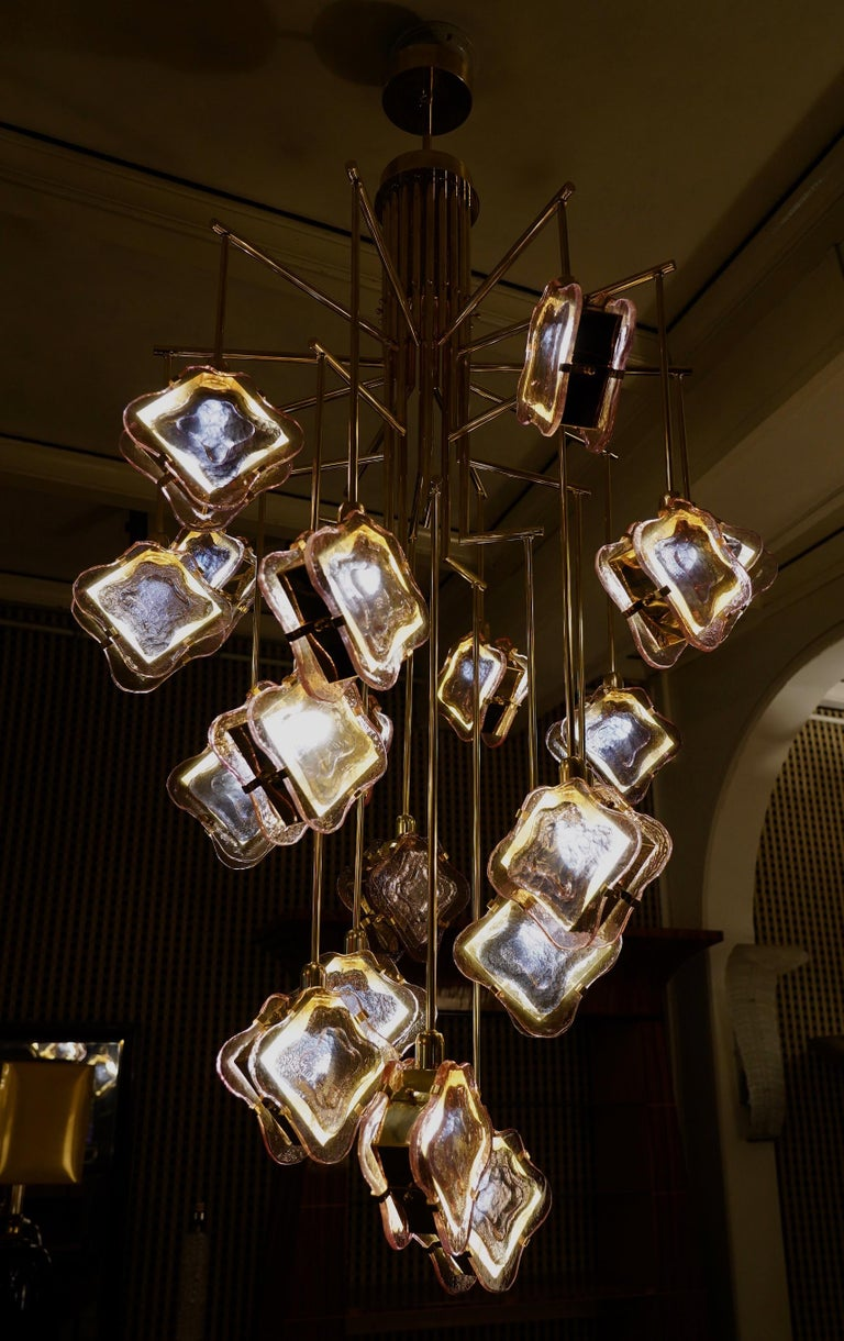 Murano Midcentury Artglass and Brass Chandelier, 1970 For Sale 5