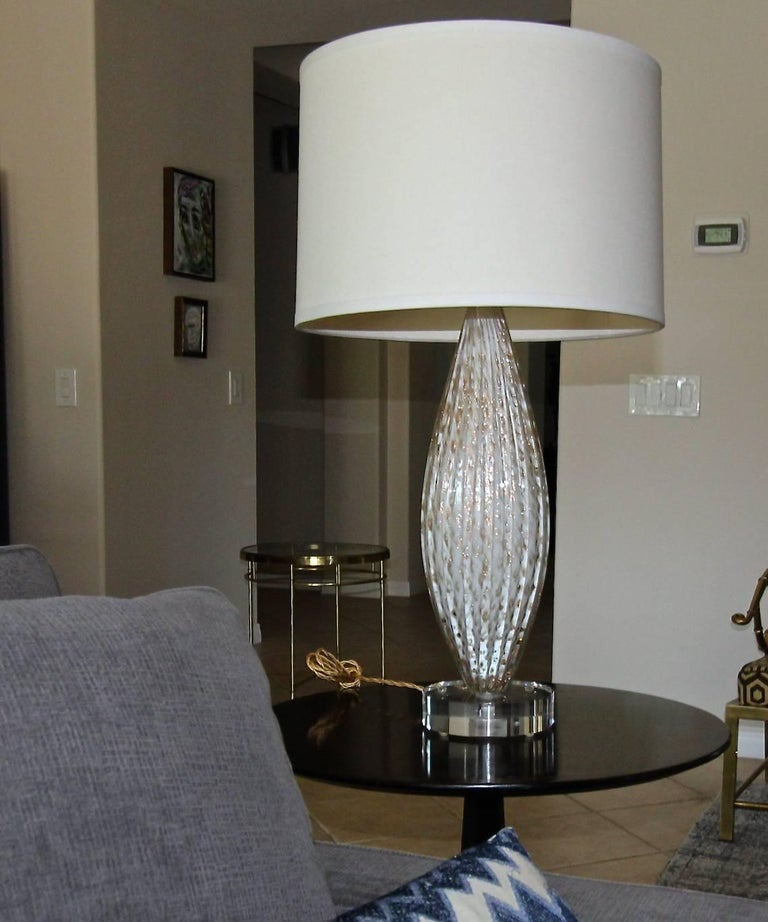 Murano Oval Glass White Aventurine Table Lamp For Sale 8