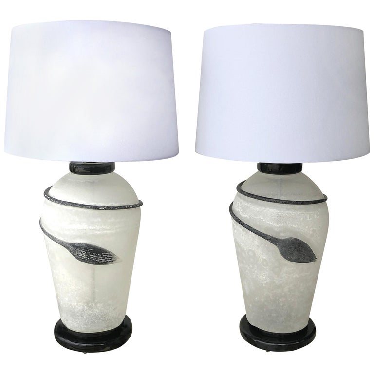 Murano Seguso Scavo Glass Table Lamps on Lacquered Bases, a 1980s Pair For Sale