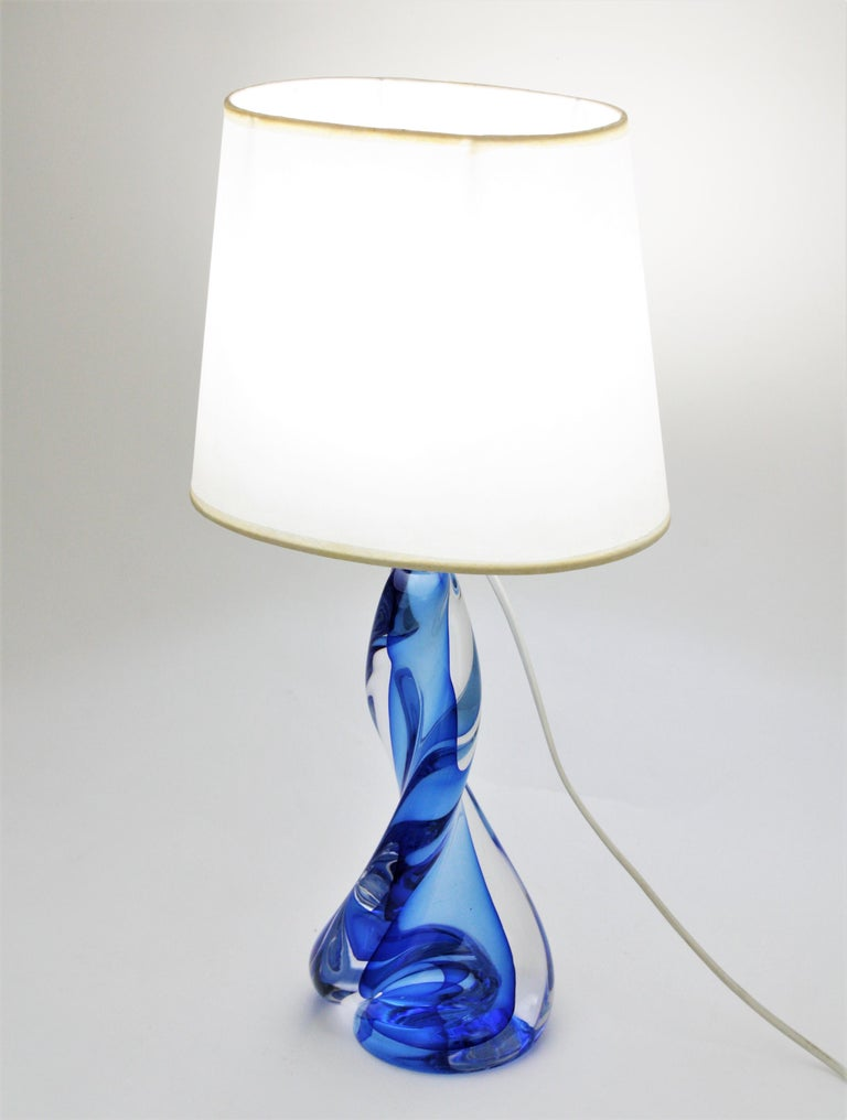 20th Century Murano Seguso Vetri d'Arte Sommerso Blue and Clear Glass Twisted Table Lamp For Sale