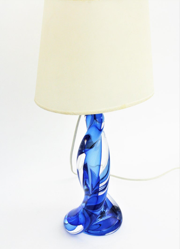 Murano Seguso Vetri d'Arte Sommerso Blue and Clear Glass Twisted Table Lamp For Sale 1