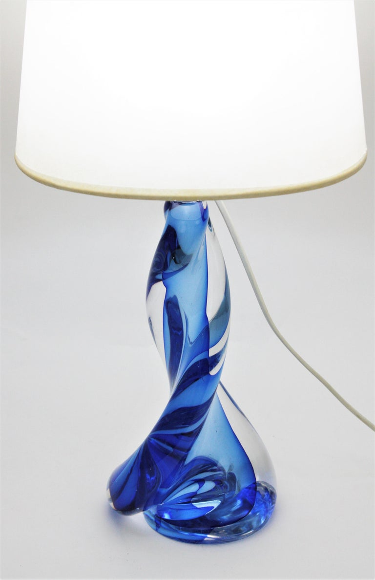 Murano Seguso Vetri d'Arte Sommerso Blue and Clear Glass Twisted Table Lamp For Sale 3