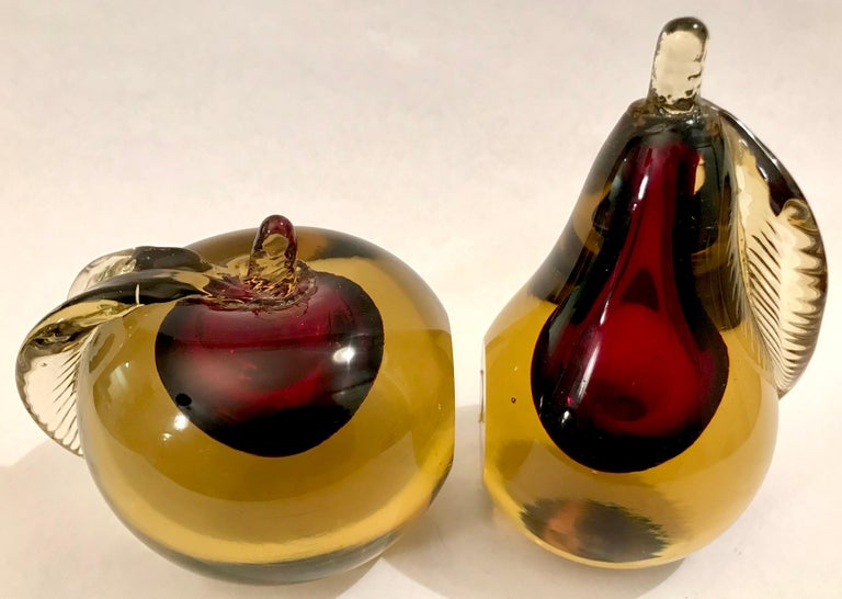 Murano Sommerso Art Glass Apple and Pear Bookends In Good Condition For Sale In Lake Success, NY