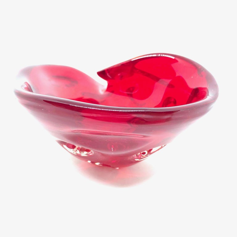 Organic Modern Murano Sommerso Conch Sea Shell Glass Bowl Catchall Red, Vintage, Italy, 1970s For Sale