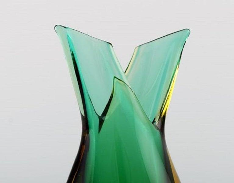 Murano vase in mouth blown art glass. Italian design, 1960s. Measures: 18 x 9 cm. In perfect condition. Sticker.