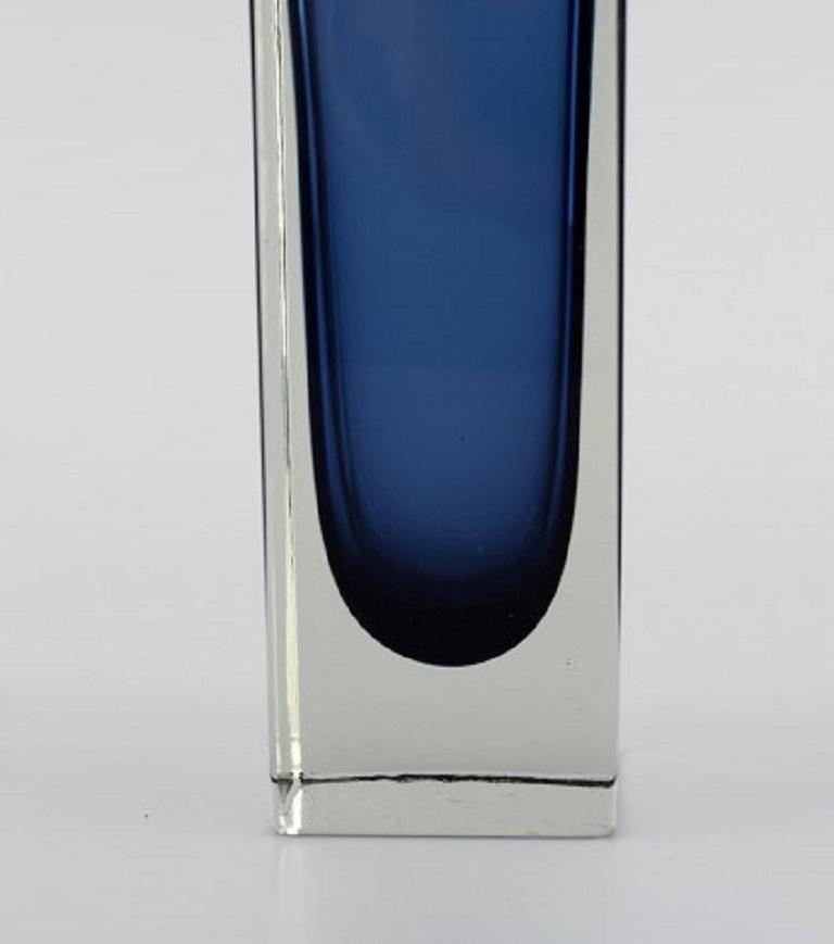 Murano Vase in Mouth-Blown Art Glass, Italian Design, 1960s In Excellent Condition For Sale In Copenhagen, Denmark