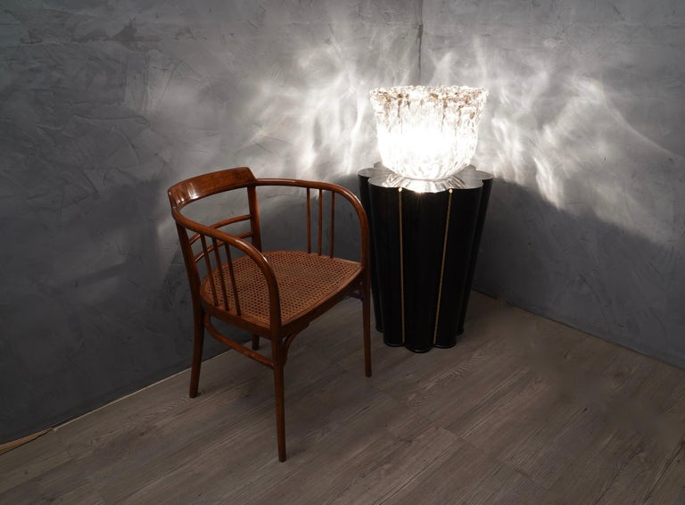A very particular pair of side tables with a lamp on top, with a very original and unique Murano design. Truly unique object of its kind.  The side table / floor lamp is composed of a wooden base with a very particular shape, it looks like a daisy