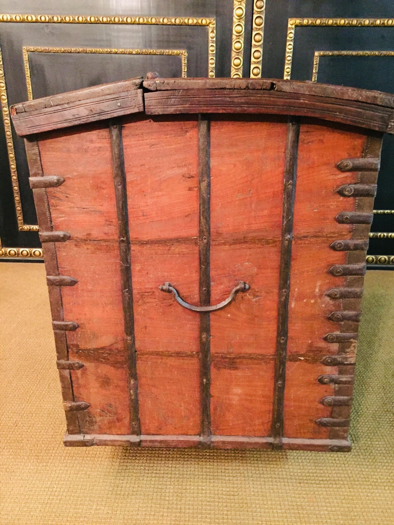 Museale Antique Flat-Top Chest, circa 16th-17th Century For Sale 4