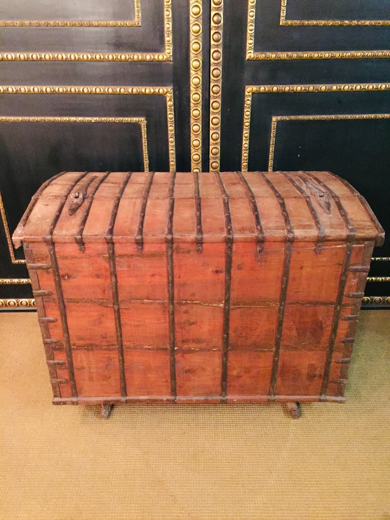 Museale Antique Flat-Top Chest, circa 16th-17th Century For Sale 6