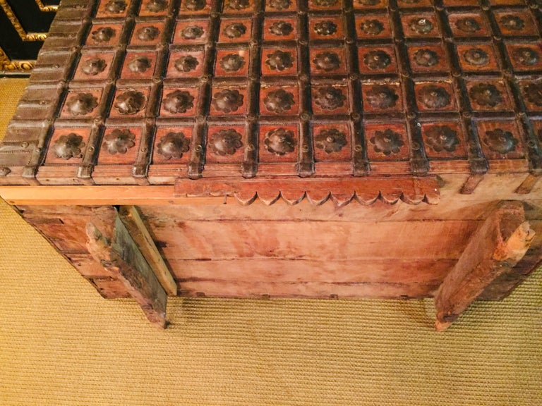 Museale Antique Flat-Top Chest, circa 16th-17th Century For Sale 7