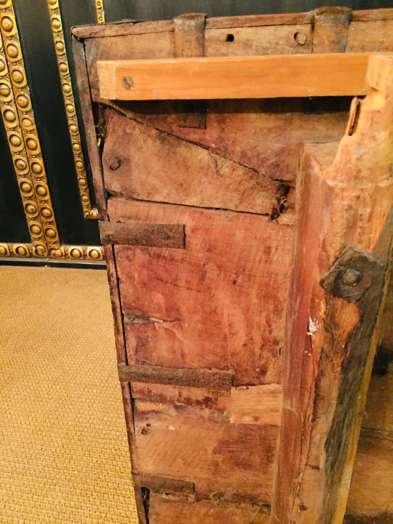 Museale Antique Flat-Top Chest, circa 16th-17th Century For Sale 9