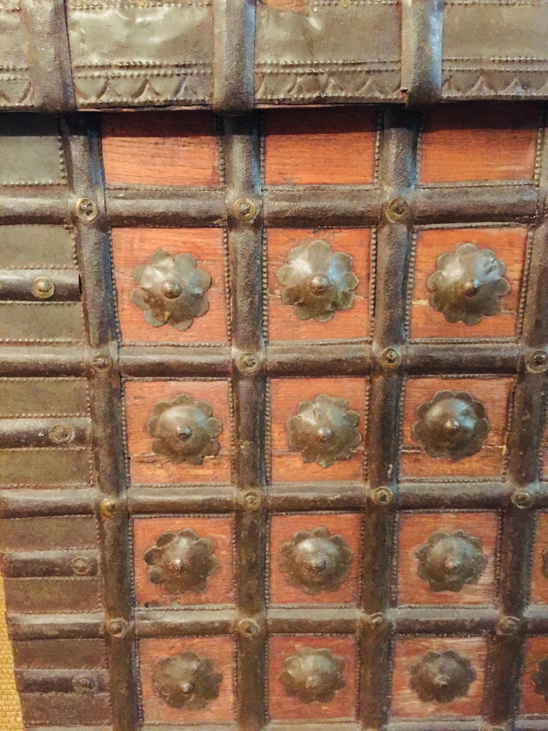 Tibetan Museale Antique Flat-Top Chest, circa 16th-17th Century For Sale