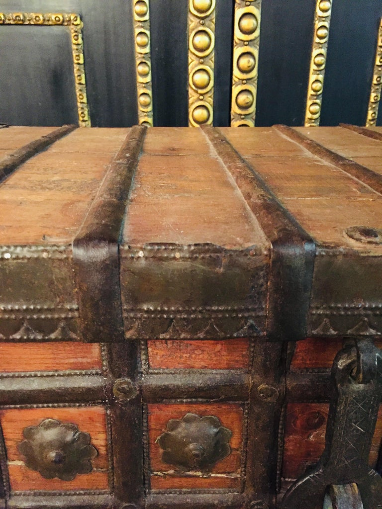 Cast Museale Antique Flat-Top Chest, circa 16th-17th Century For Sale