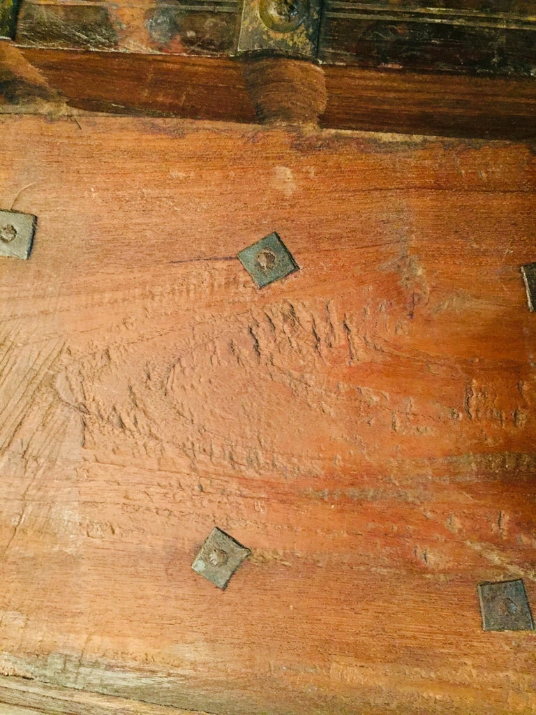 Museale Antique Flat-Top Chest, circa 16th-17th Century For Sale 1