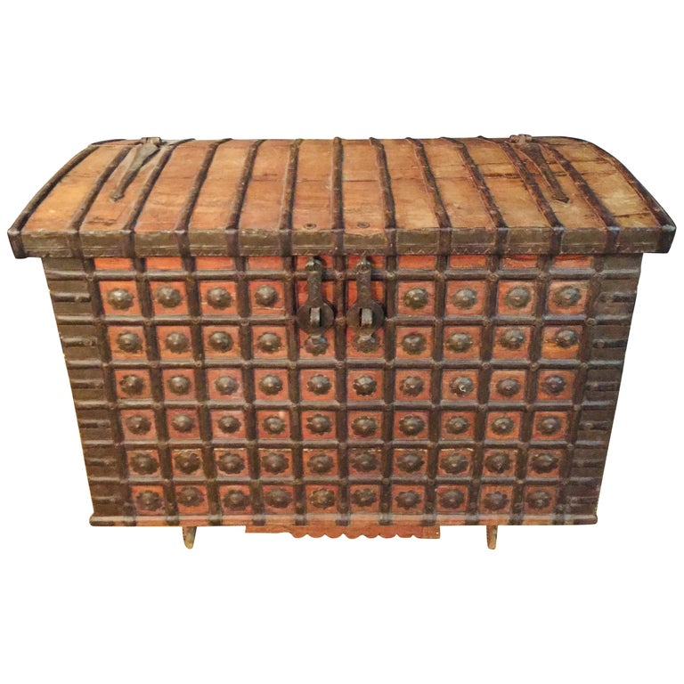 Museale Antique Flat-Top Chest, circa 16th-17th Century For Sale