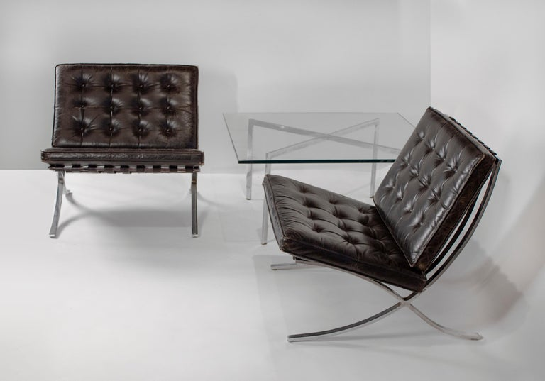 Bauhaus Museum Quality Ludwig Mies van der Rohe Barcelona Chairs with Table For Sale