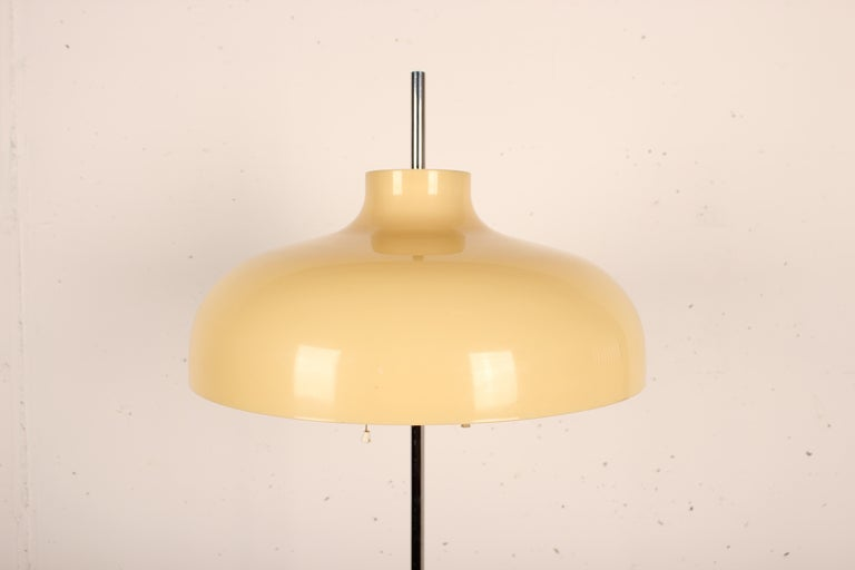 Stunning Mushroom floor lamp with tulip base designed by Joan Antoni Blanc for Tramo the Miguel Milá company, Spain 1968 White lacquered metal base. Chrome steel neck and methacrylate shade. Variable height. Good condition, electrification