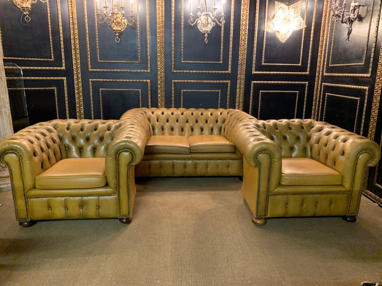 Mustard Yellow Leather Chesterfield Club Suite Armchair and Sofa In Good Condition For Sale In Berlin, DE