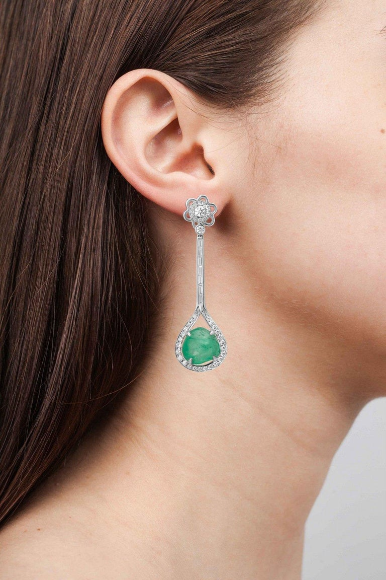 Muzo Emerald Colombia Heritage Verity Earrings set with 16.46 carats Emerald  Verity is a tribute to the trade between the Spaniards and Indian Maharajahs, two unique cultures that share a passion for gilded treasures and precious emerald gemstones.
