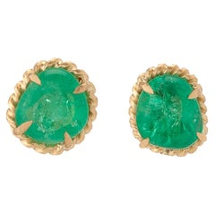Muzo Emerald Colombia Emerald 18 Karat Yellow Gold Stud Earrings