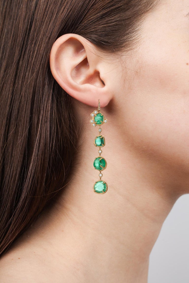 Contemporary Muzo Emerald Colombia Emerald Diamonds 18K Yellow Gold Drop Earrings For Sale