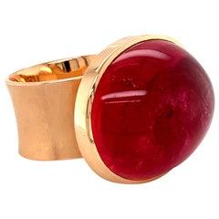 Georg Spreng - My Medallion Ring 18 Karat Rosé Gold Oval Red Rubelite Cabochon