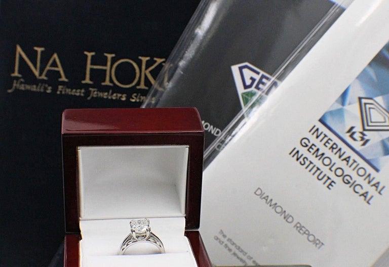 Na Hoku Cushion Cut Diamond Engagement Ring 1.97 Carat F VVS1 18 Karat Gold For Sale 6