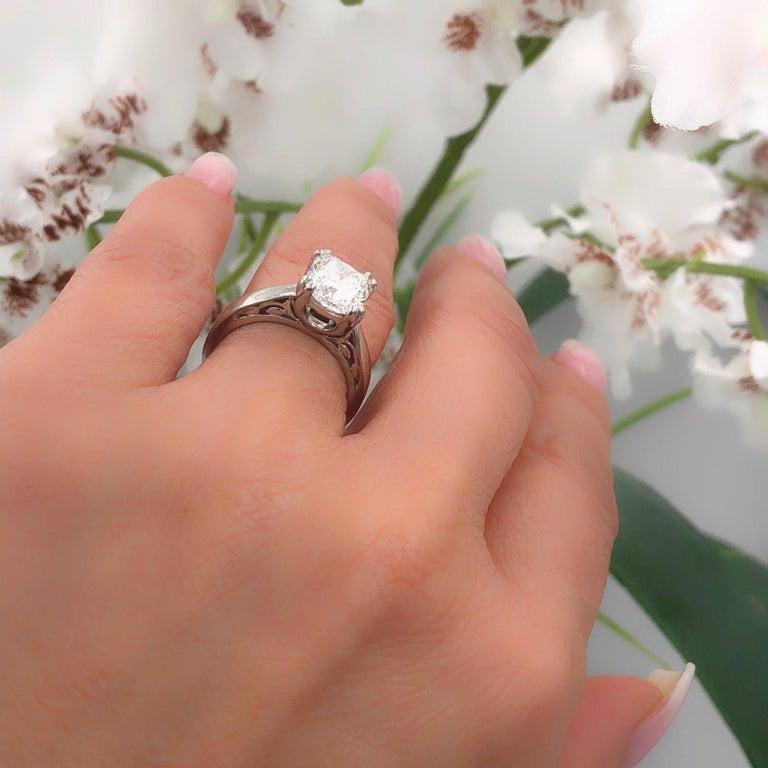 Na Hoku Cushion Cut Diamond Engagement Ring 1.97 Carat F VVS1 18 Karat Gold For Sale 9