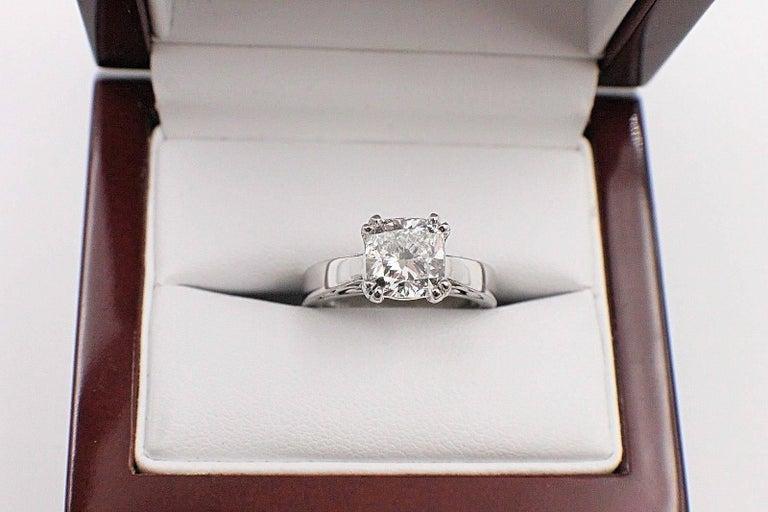 Na Hoku Cushion Cut Diamond Engagement Ring 1.97 Carat F VVS1 18 Karat Gold For Sale 3