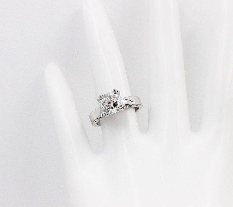 Na Hoku Cushion Cut Diamond Engagement Ring 1.97 Carat F VVS1 18 Karat Gold For Sale 4