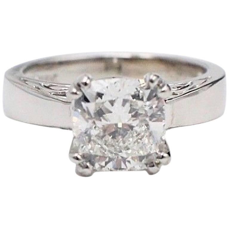 Na Hoku Cushion Cut Diamond Engagement Ring 1.97 Carat F VVS1 18 Karat Gold For Sale