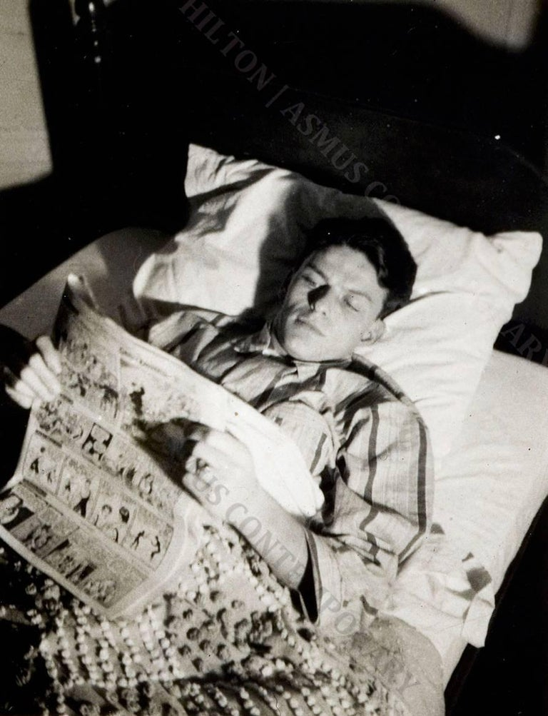 Nancy Sinatra Sr. Portrait Photograph - Frank Sinatra - Reading the funnies