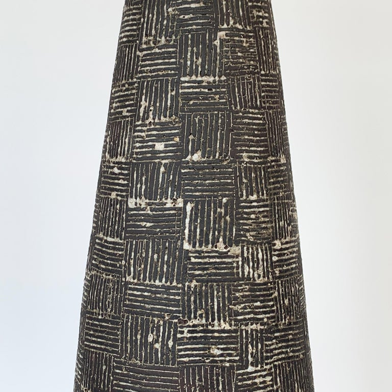 Nancy Wickham Textured Ceramic Table Lamp In Good Condition For Sale In Chicago, IL