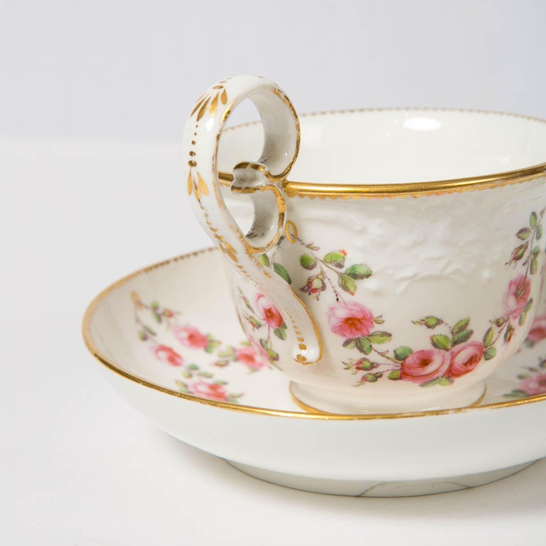 Nantgarw Porcelain Breakfast Cup and Saucer with Pink Roses Wales, 1813-1822 For Sale 1