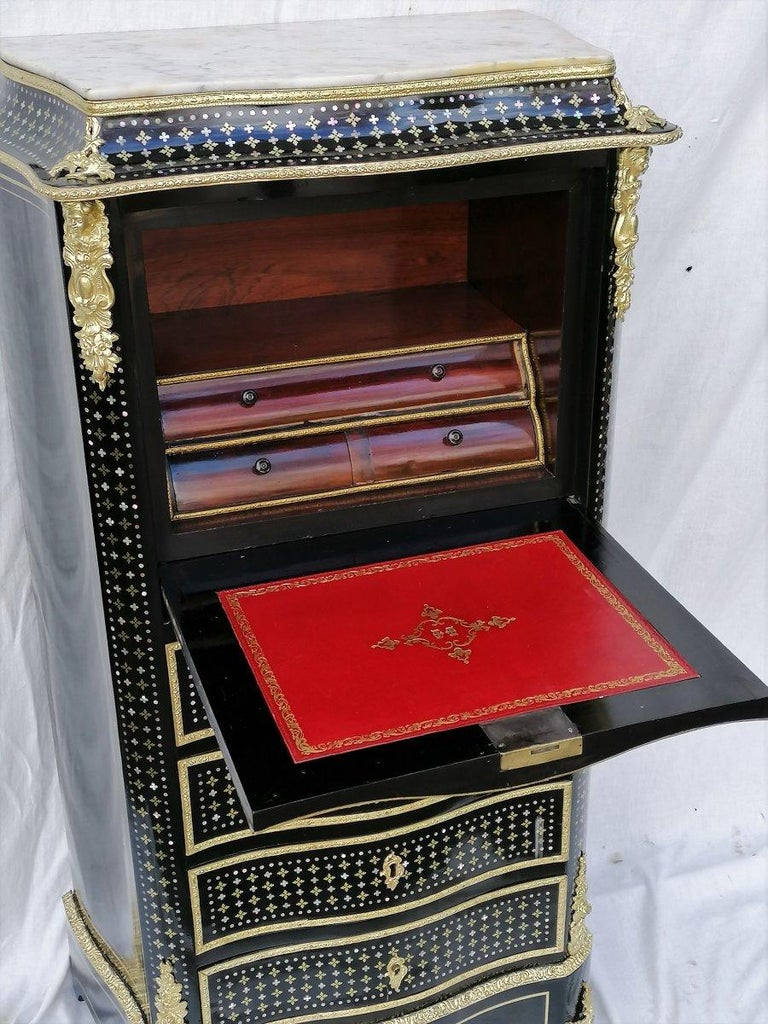 Napoleon III secretary, Boulle marquetry in the queen style inlaid with brass and mother of pearl stars, gilt bronze fittings, Carrara marble on top. Very beautiful theater in mahogany veneer highlighted with bronze. New leather from the house FEY