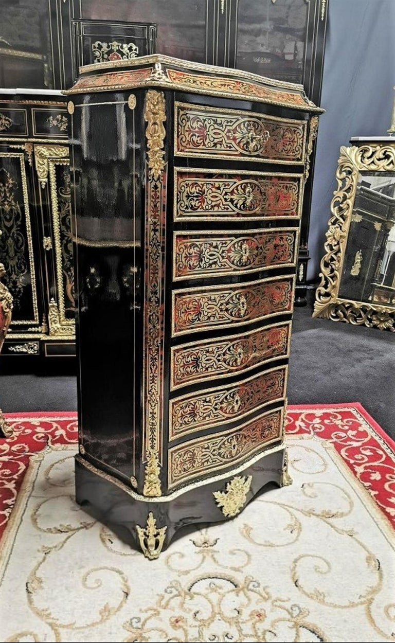 Stunning Napoleon III secretary in Boulle tortoiseshell marquetry and brass, patterned with interlacing, scrolls and foliage. Treated in false week-end, with 4 drawers and a flap simulating 3 drawers. Theater with 3 drawers, two small and one large.