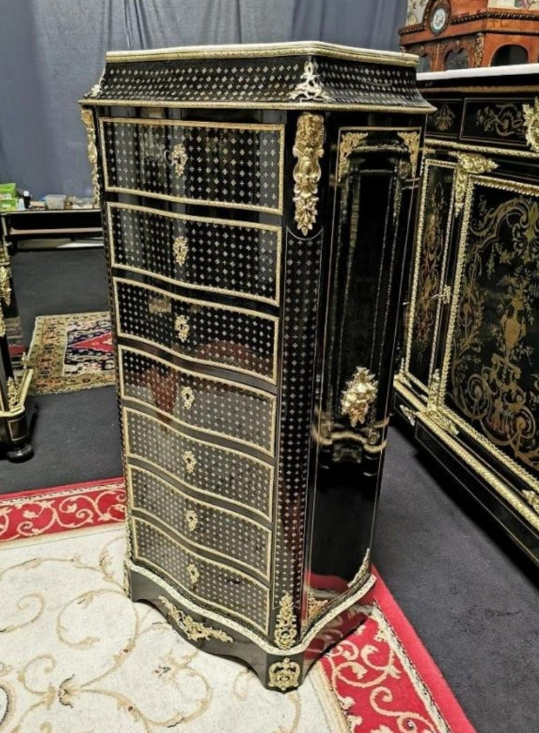 Napoleon III Secretary in Boulle style marquetry in the Queen style composed of four-leaf leaves and embedded brass shamrocks. Beautiful ornamentation of gilded bronzes with high and low falls, ingot molds, apron, spandrels and masks. Interior with