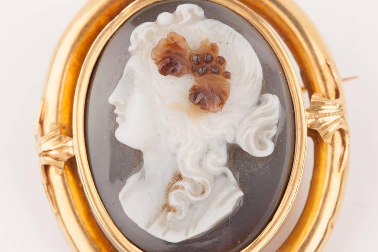 Napoleon III Gold and Agate  Cameo Brooch For Sale 6