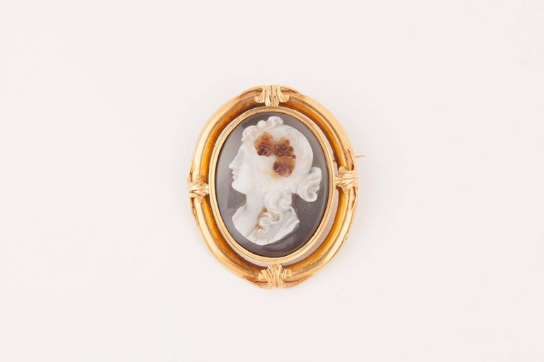 Beautiful antique Cameo Brooch, Napoleon III era, circa 1850. High quality 3 colours Agate , gold 18k  Weight: 16.709 grams. Dimensions: 4.60 * 4 cm.