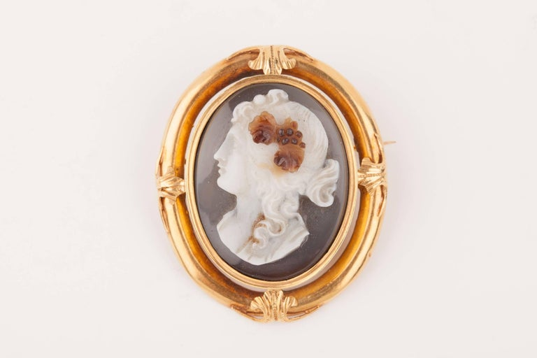 Napoleon III Gold and Agate  Cameo Brooch For Sale 1