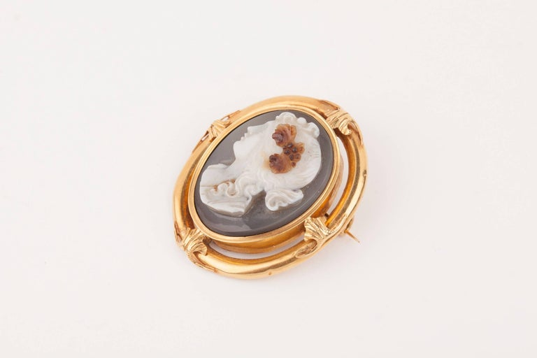 Napoleon III Gold and Agate  Cameo Brooch For Sale 2