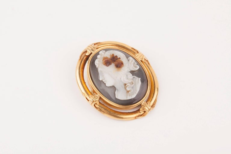 Napoleon III Gold and Agate  Cameo Brooch For Sale 3