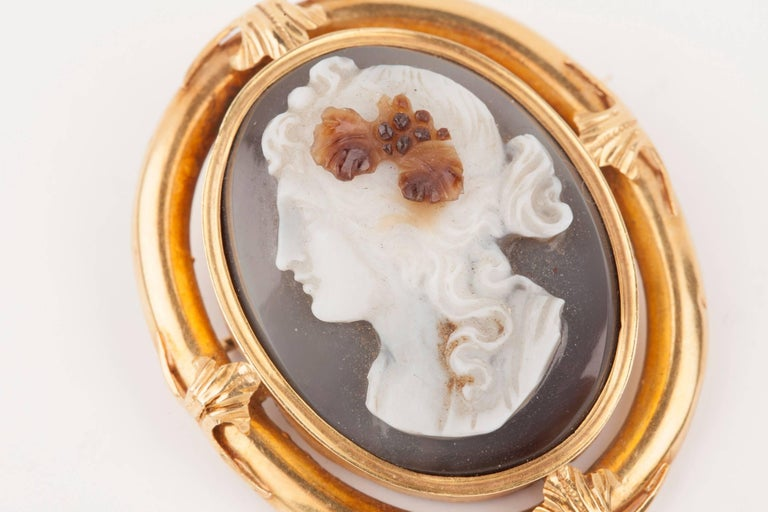 Napoleon III Gold and Agate  Cameo Brooch For Sale 5
