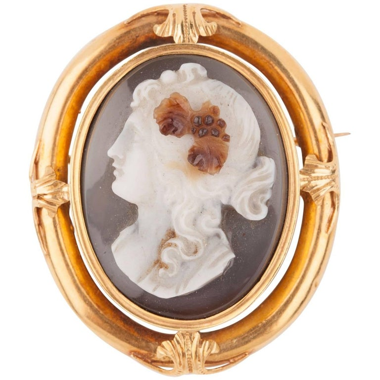 Napoleon III Gold and Agate  Cameo Brooch For Sale