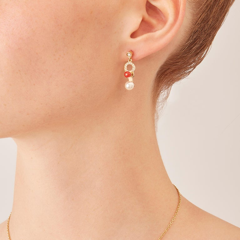 Cosmos drop earrings, from the Microcosmos Series, are devised as a game, a construction or a sophisticated aerial mobile. There are made in 18 karat rosé gold, a warm, sophisticated color close to yellow gold. Shapes attached to rings dangle
