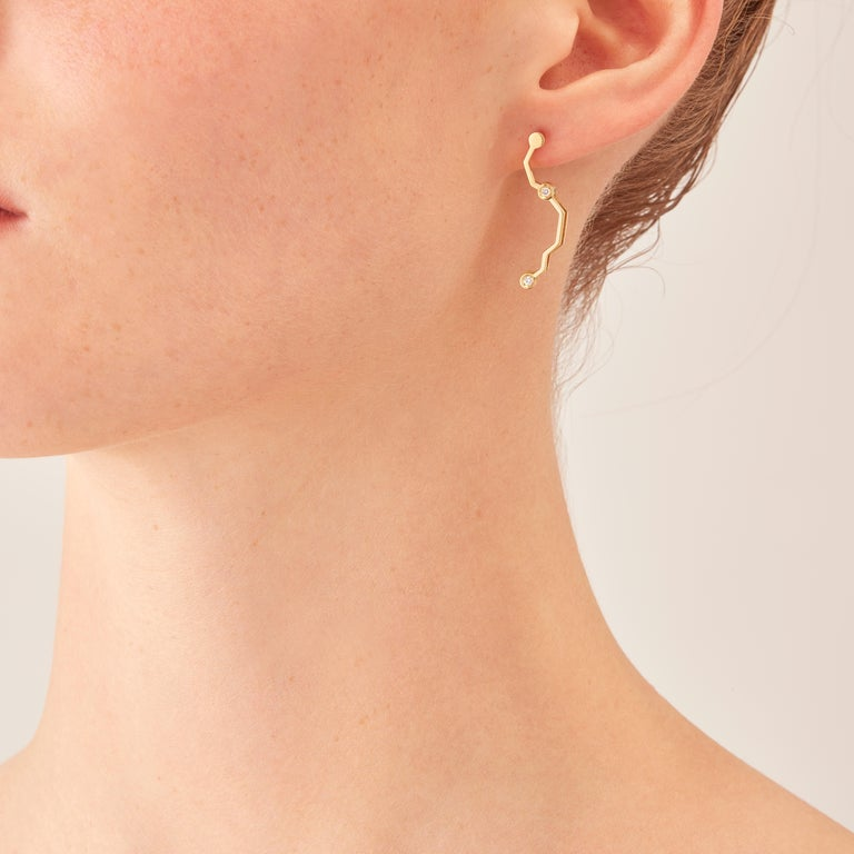 Made by hand in Nathalie Jean's Milan studio, Circuit articulated drop Earrings are in 18-carat yellow gold and diamonds (carat total weight 0,072). Printed circuit boards change scale and become precious. As if by magic, copper is transmuted into